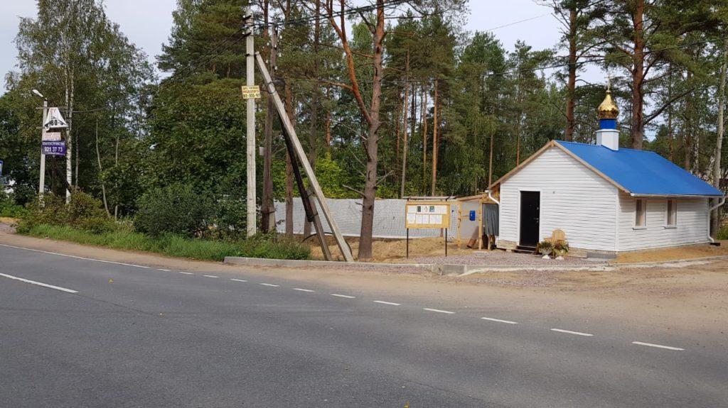"""Поворот на ул. Коробицына, где поставлен временный храм во имя иконы """"Споручница грешных"""""""