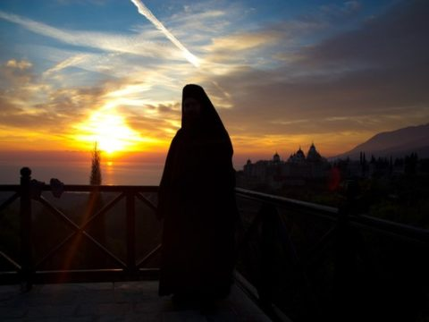 Созерцание монаха на закат